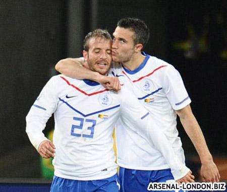 Ван Перси и Ван дер Ваарт не переносят клубную конфронтацию на национальную команду