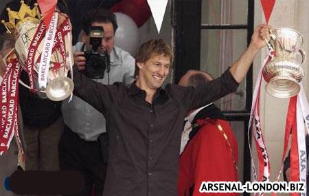 Тони с выигранными трофеями