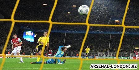 Ван Перси забивает гол Боруссии