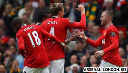 Руни забивает гол Арсеналу